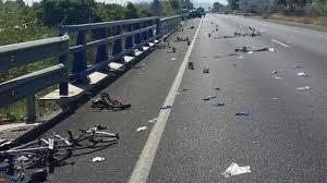 conductora atropella ciclistas